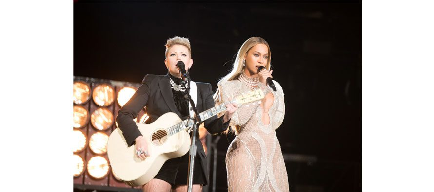 Sennheiser Digital 9000 wireless used by Beyoncé during 50th CMA Awards
