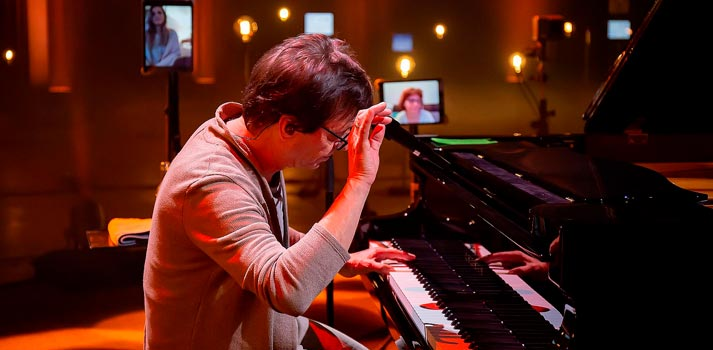 """Piano player at decentralized event """"Around The Workd in 80 miliseconds"""", powered by Riedel Communications, RRN and more"""