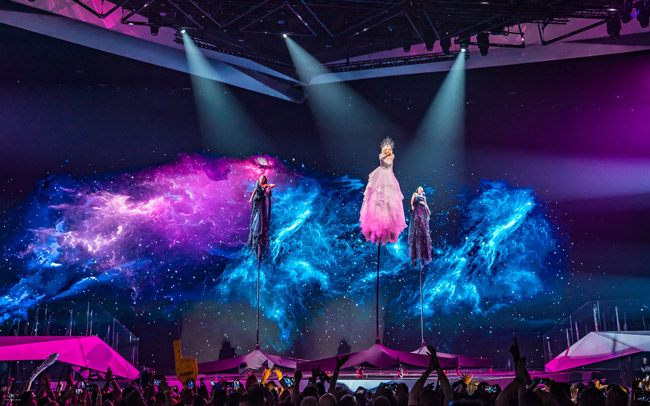 Australian contestant during its performance at Eurovision 2019. The video server was from disguise