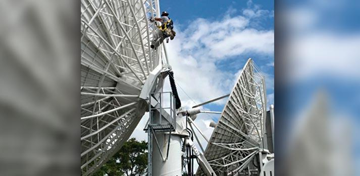 USSI worker maintenance satellite